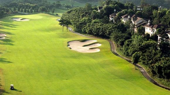 重庆保利高尔夫球会与美巡系列赛-中国的赛事方进行多次沟通交流,针对